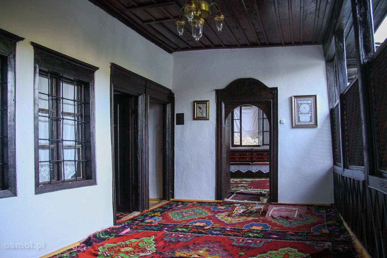 Wnętrza klasztoru w Blagaj nie przytłaczają przepychem, ale na pewno nie są też skromne.