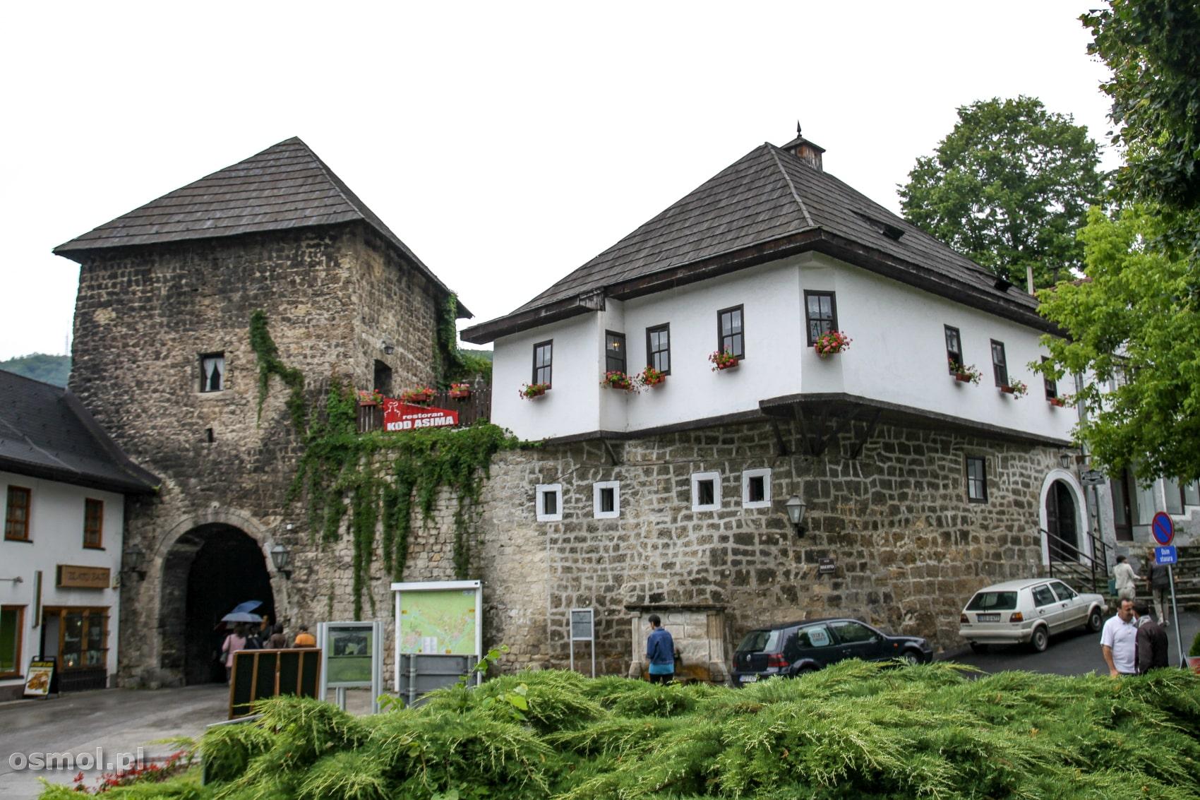 Południowa brama w Jajcach. Brama Travnik, bo zarówno kiedyś jak i dziś, prowadzi ona do Travnika