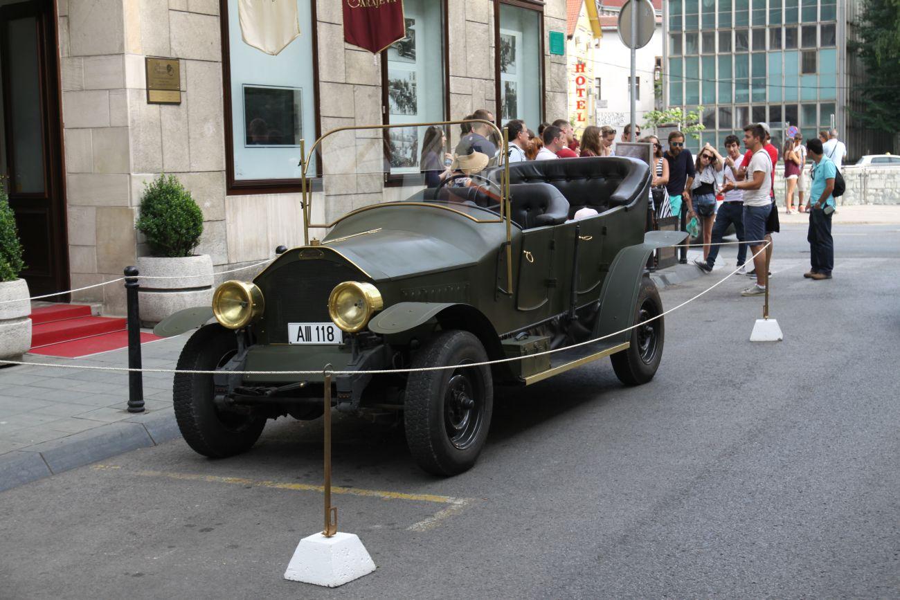 Replika samochodu w którym został zabity arcyksiążę Ferdynand i jego małżonka.