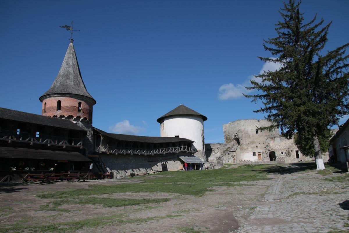 Dziedziniec zamkowy w kamieńcu Podolskim