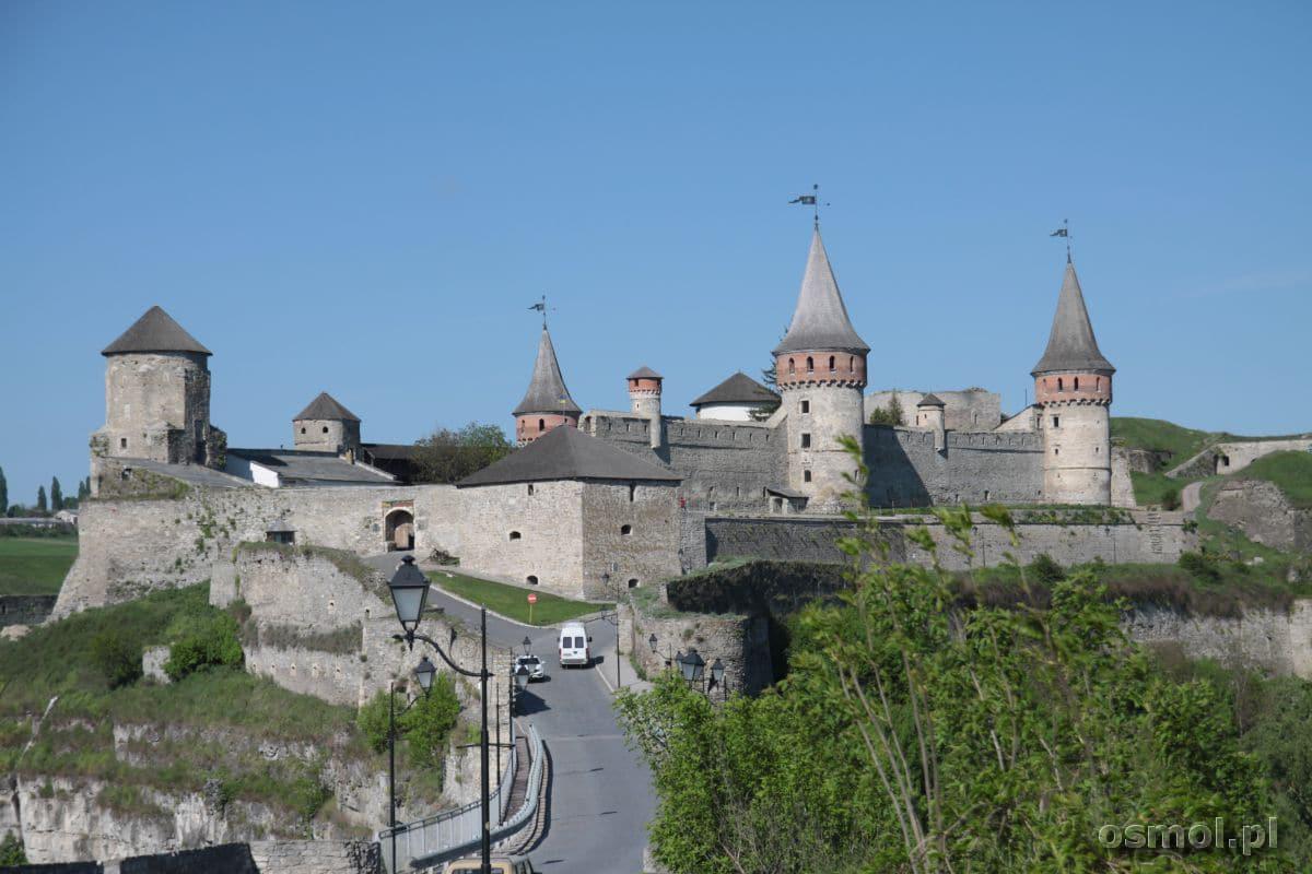 Najpierw pokonujemy Most Turecki, a tuż za nim znajduje się zamek w Kamieńcu Podolskim