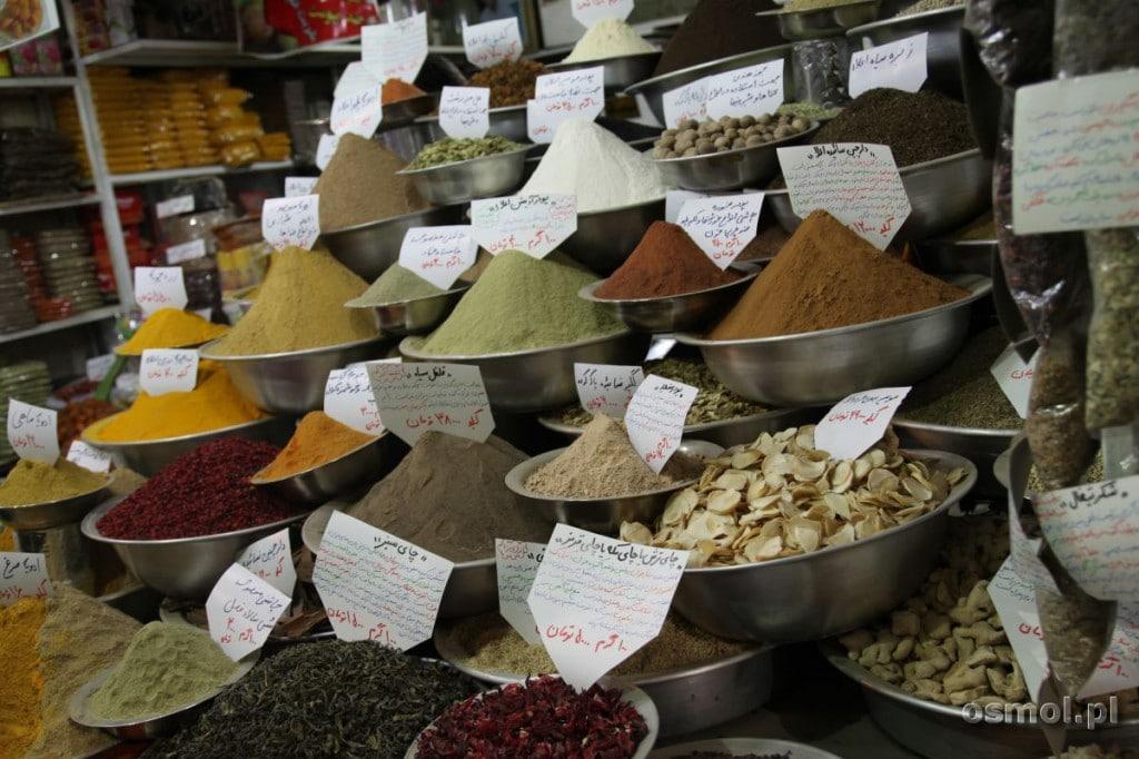 Przyprawy na bazarze w Shzraz