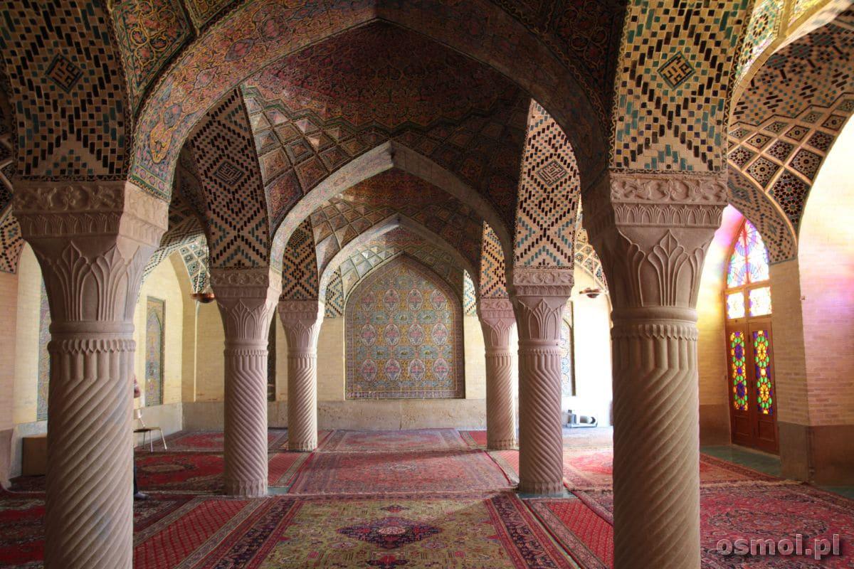 Różowy meczet w Shiraz wnetrze