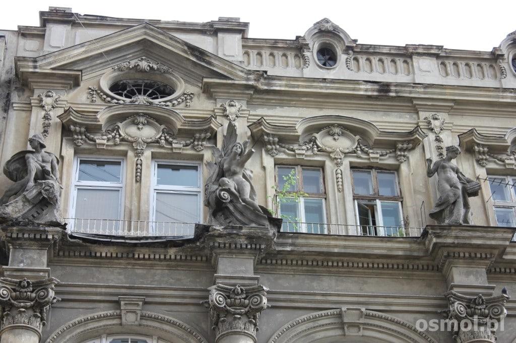 Lwów detale na fasadach kamienic potrafią zachwycać. Dlatego warto podnieść głowę