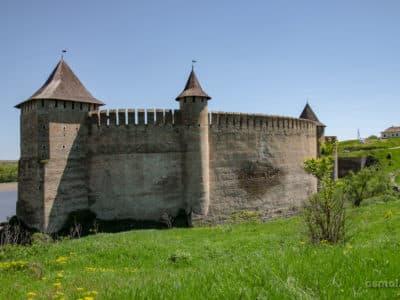 Zamek w Chocimu przez wiele lat bronił rubieży dawnej Polski. O zamek w Chocimiu rozbijali się wrogowie i pod nim rozegrało się wiele bitew