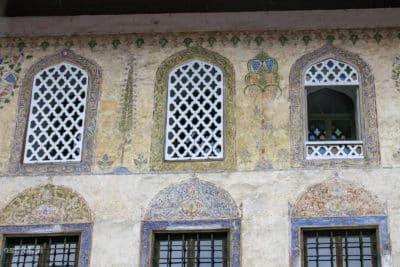 Zdobienia na Malowanym Meczecie w Travniku
