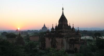 Świt nad Bagan