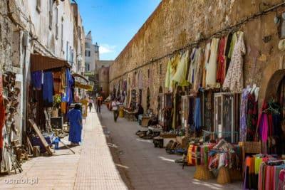 Stragany dla turystów na uliczkach Essaouiry