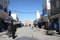 Ulica obok wejścia do medyny w Essaouirze