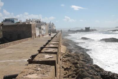 Widok na morze z Essaourii. Armaty w twierdzy