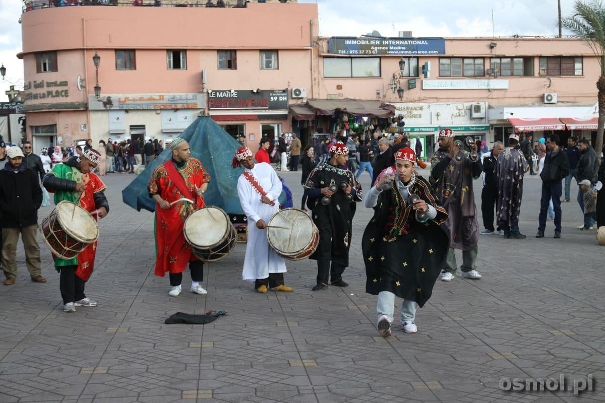 Tancerze na Jama El-Fnaa w Marrakeszu