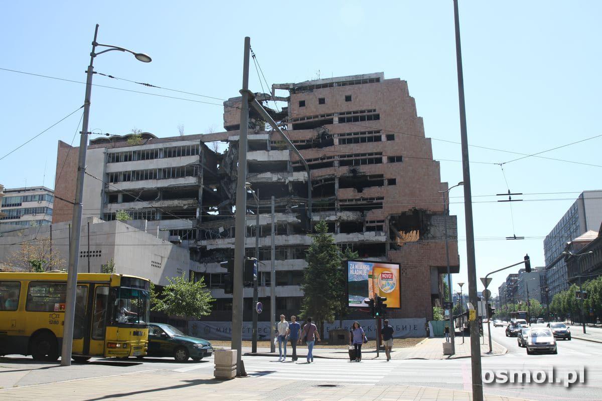 Budynek zbombardowanego przez NATO ministerstwa obrony Serbii