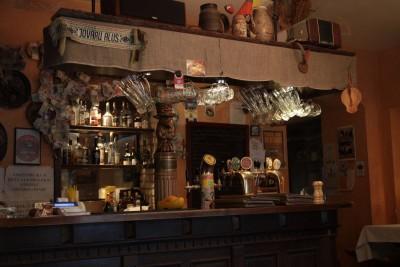 Bar w pubie Snekutis (ten w centrum)
