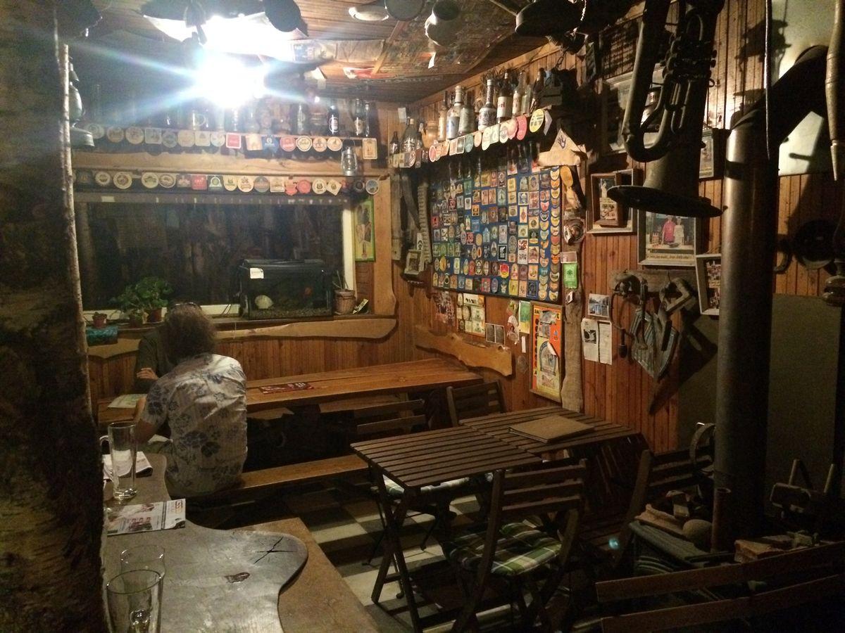Wnętrze pubu Snekutis w Wilnie