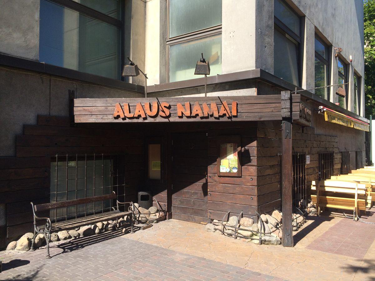 Wejście do Domu Piwa (Alaus Namai) w WIlnie. Podobno najlepsz pub z lokalnymi piwami.
