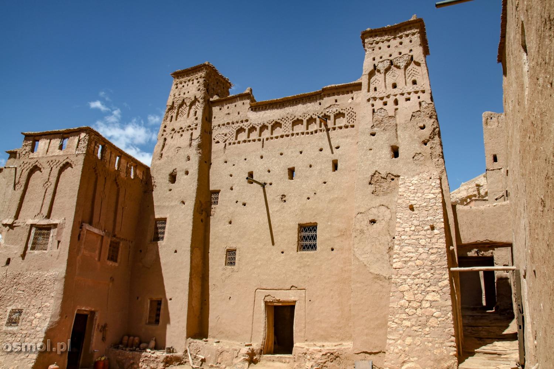 Ait Ben Haddou dziś królują tu turyści, a czasami odwiedzają to miejsce również ekipy filmowe. Tu kręcono Grę o Tron oraz Gladiatora
