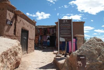 Sklepiki dla turystow Ait Ben Haddou