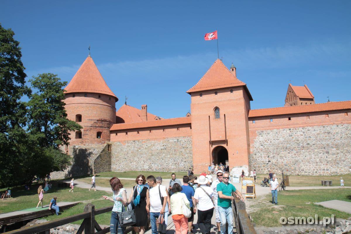 Turyści na zamku w Trokach