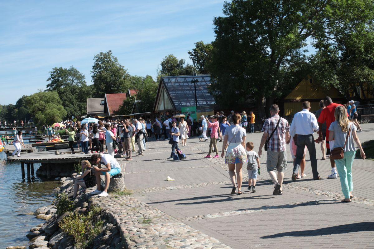 Turyści w Trokach na Litwie