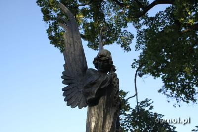 Pomnik na cmentarzu w Rossie - Anioł Śmierci