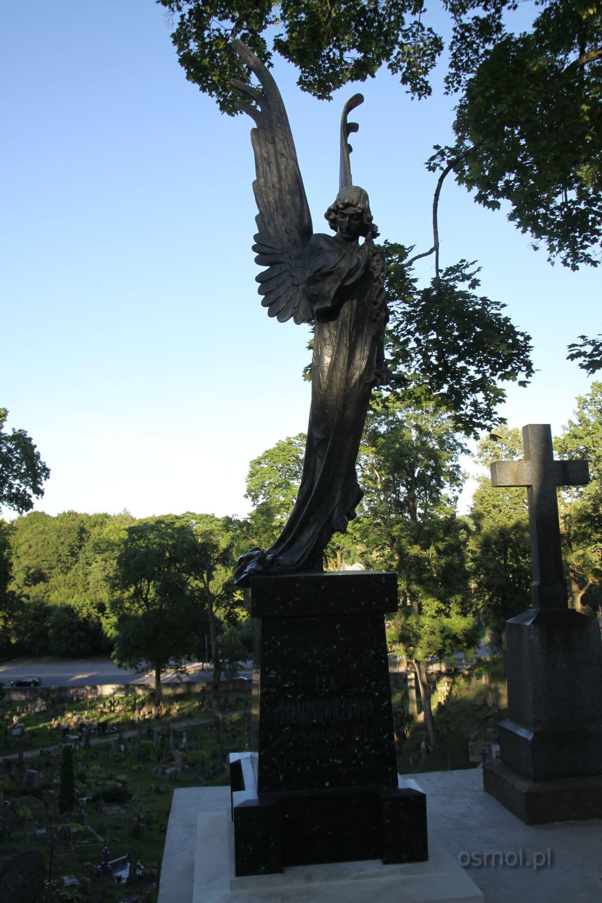 Grób i znany pomnik na wileńskiej Rossie