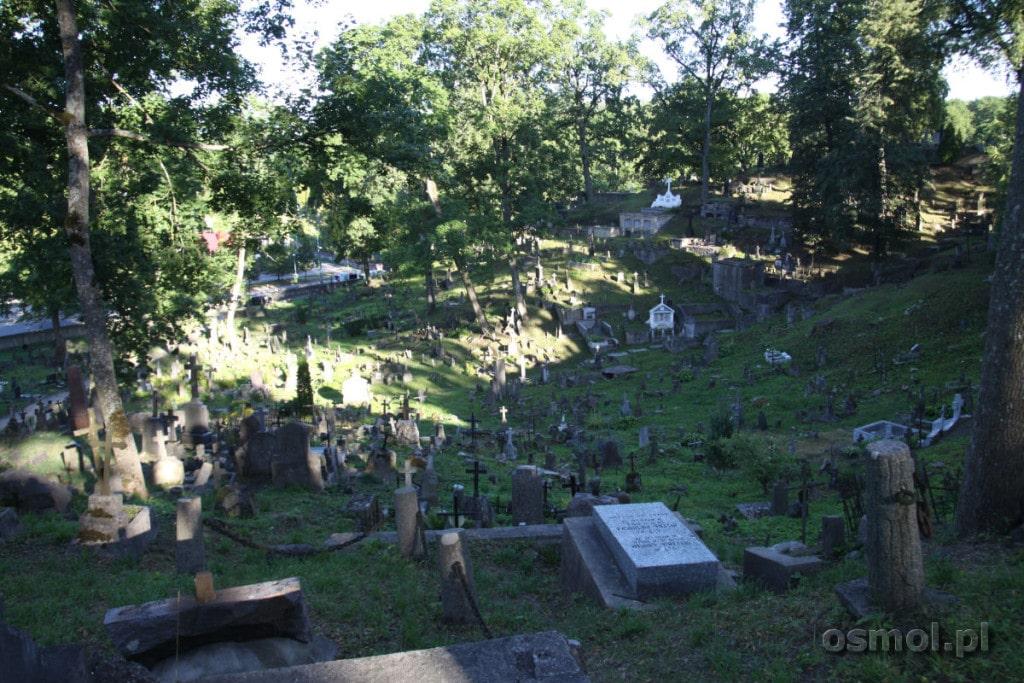 Cmentarz na Rossie w Wilnie widok na stare groby