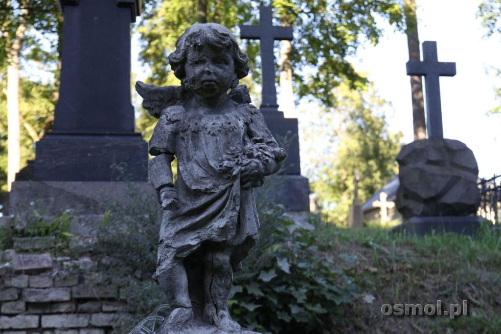 Pomnik dziecka na cmentarzu na Rossie w WIlnie
