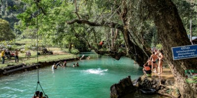 Kąpiel w Blue Lagoon Vang Vieng
