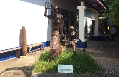 Rzeźba wykonana z bomb (Laos)