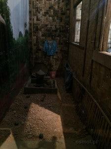 Rekonstrukcja tradycyjnej chaty w Laosie