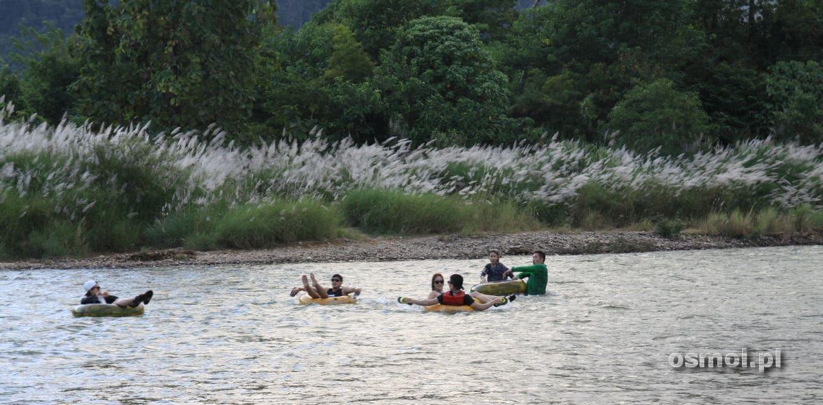 Spływ w oponie w Vang Vieng