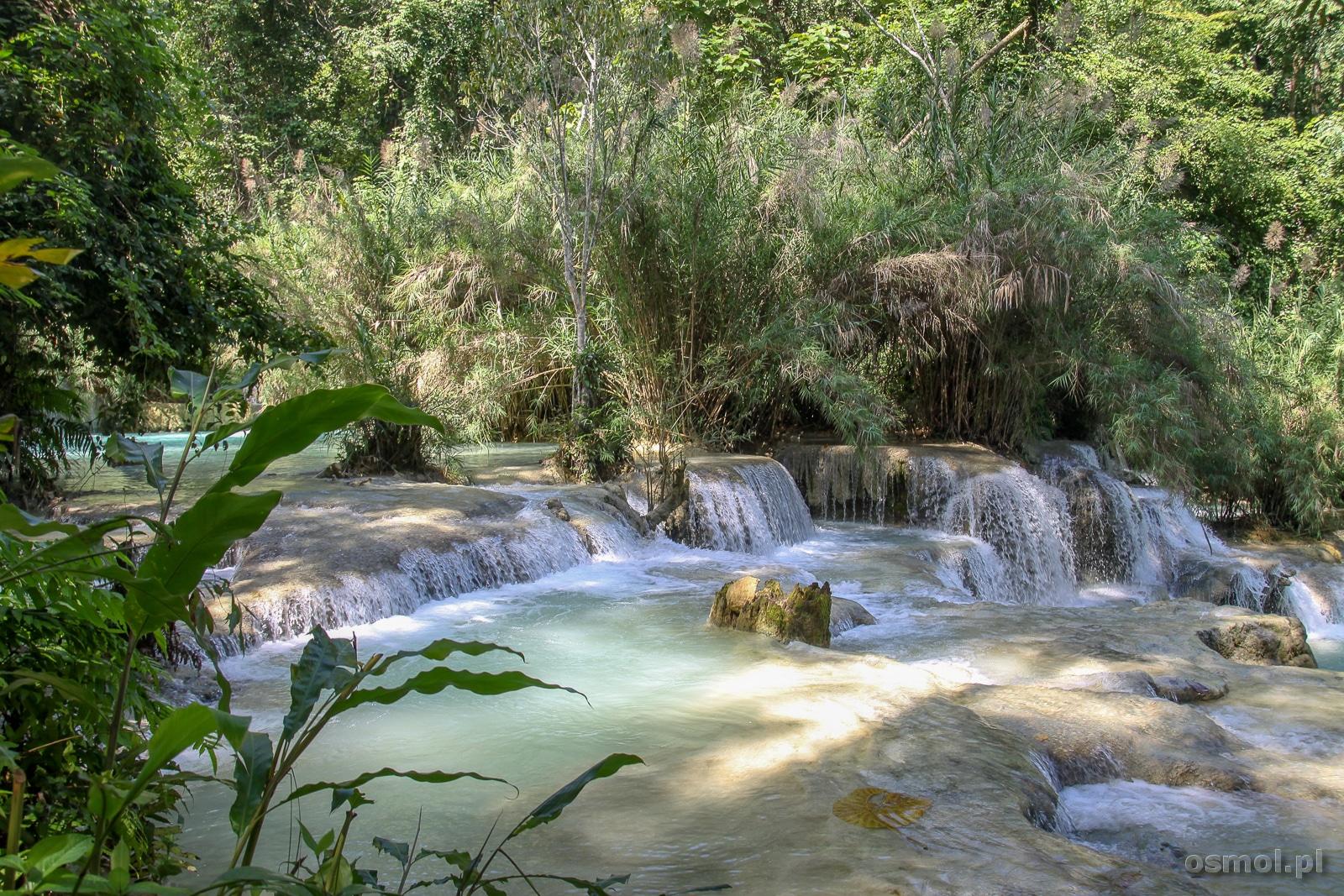 Wodospad Kuang Si to jedna z atrakcji, którą praktycznie wszyscy turyści oglądają, będąc w Luang Prabang. Nic dziwnego skoro podróż zajmuje około 45 minut a odległość to około 30 kilometrów.