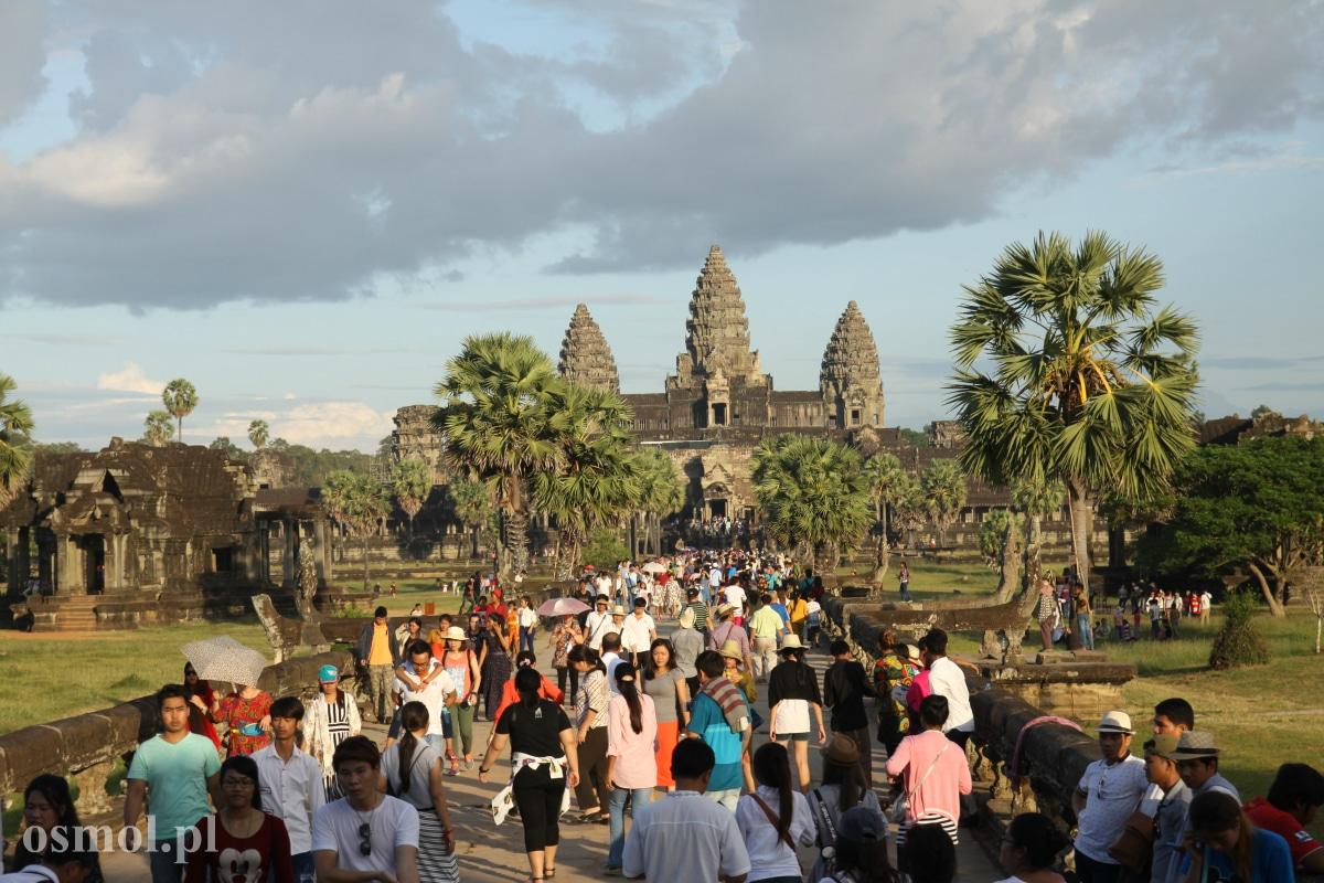 Tłumy turystów w Angkor Wat
