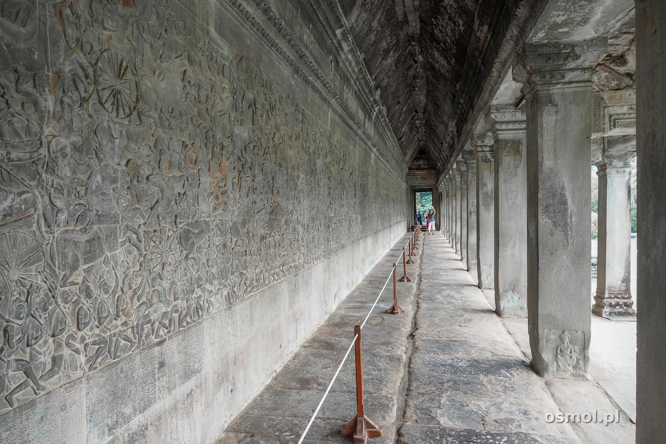 Galeria płaskorzeźb w Angkor Wat
