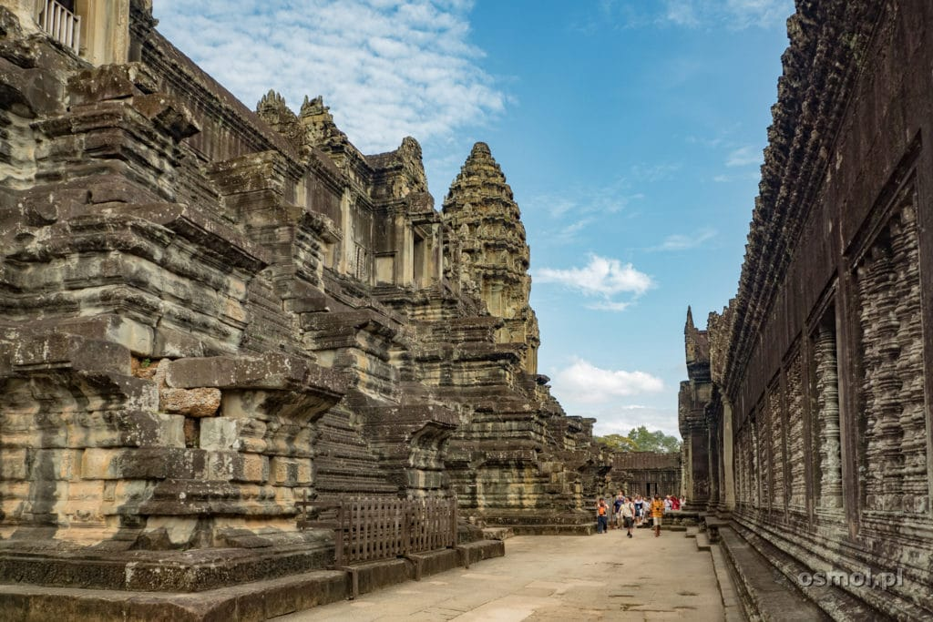 Wewnątrz Angkor Wat