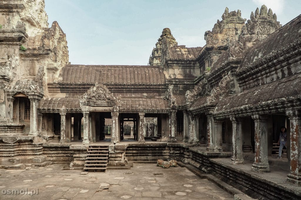 Górny dziedziniec Angkor Wat w Kambodży