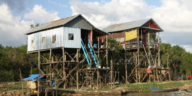 Pływająca wioska na jeziorze Tonle Sap