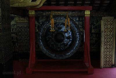 Gong w światyni w Laosie