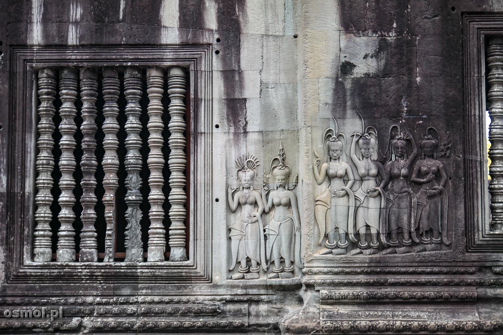 Na uwagę zasługuje w Angkor Wat każdy element, od wszechobecnych płaskorzeźb, po charakterystyczne khmerskie otwory okienne z walcami w środku.