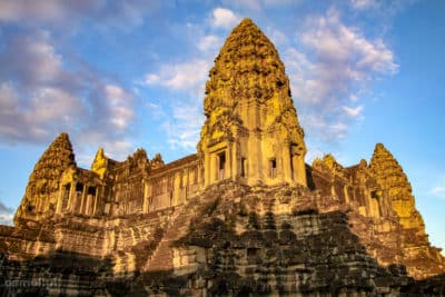 https://www.osmol.pl/wp-content/uploads/2016/01/Angkor-Wat-wieze-w-ksztalcie-tiary.jpg