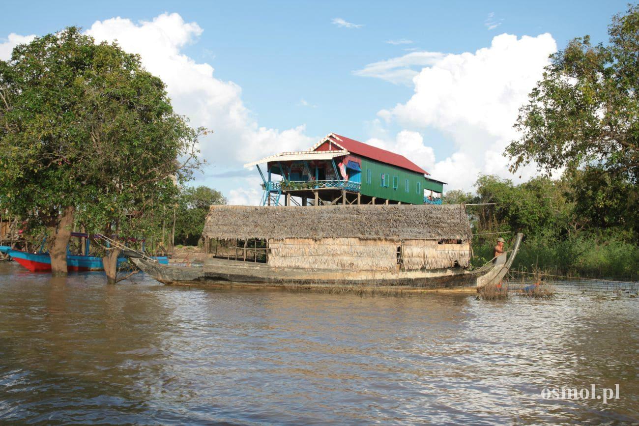 Blisko wioski Kampong Phluk