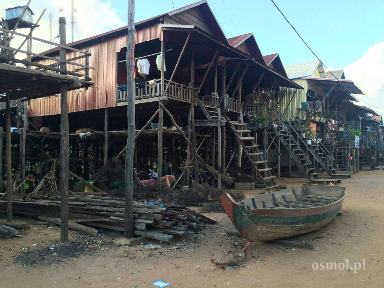 Domy na palach w pływającej wiosce