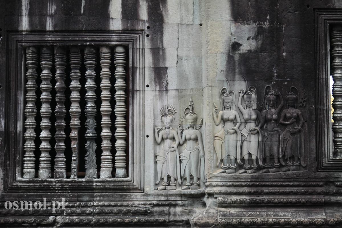 Spalskorzeźby i rzeźbione okna w Angkor Wat