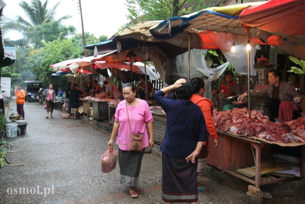 Stragan z mięsem w Laosie