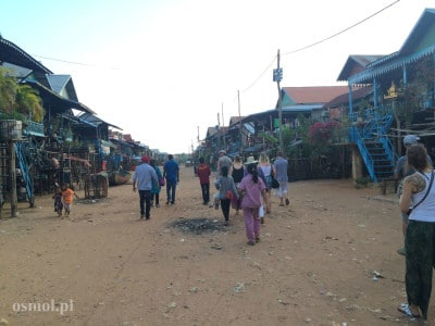 Kampong Phluk nad jeziorem Tonle Sap