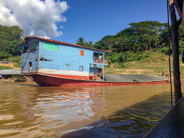 Łódź mieszkalna na Mekongu. Jak ktoś ma taką łódź, to o nocleg nie musi się martwić :)