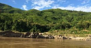 Widok podczas rejsu po Mekongu w Laosie