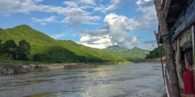 Spływ Mekongiem do Luang Prabang w Laosie