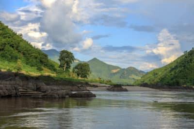 Splyw Mekongiem w Laosie