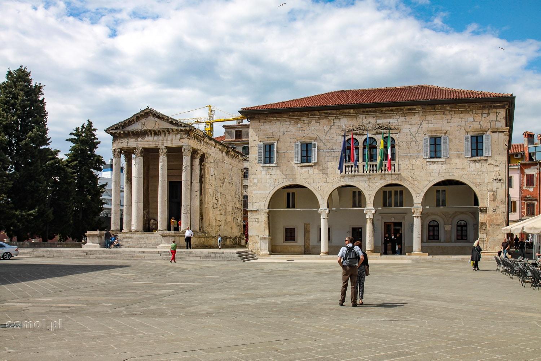 Plac ze Świątynią Augusta w Puli